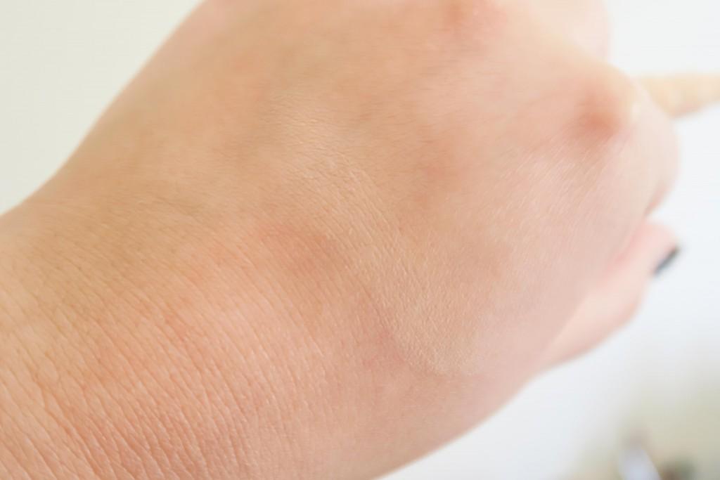 Clinique Retouch Lumier Concealer Swatch Blended